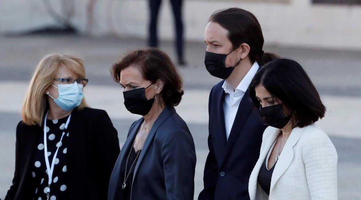 Carmen Calvo, Pablo Iglesias y Carolina Darias a su llegada al homenaje (Foto: EP).