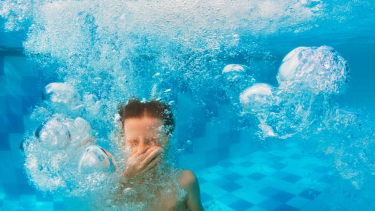 Cómo tratar y evitar la conjuntivitis de la piscina en los niños