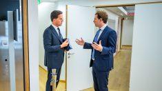 El primer ministro de Holanda, Mark Rutte, hablando con el canciller de Austria, Sebastian Kurz (Foto: Europa Press)