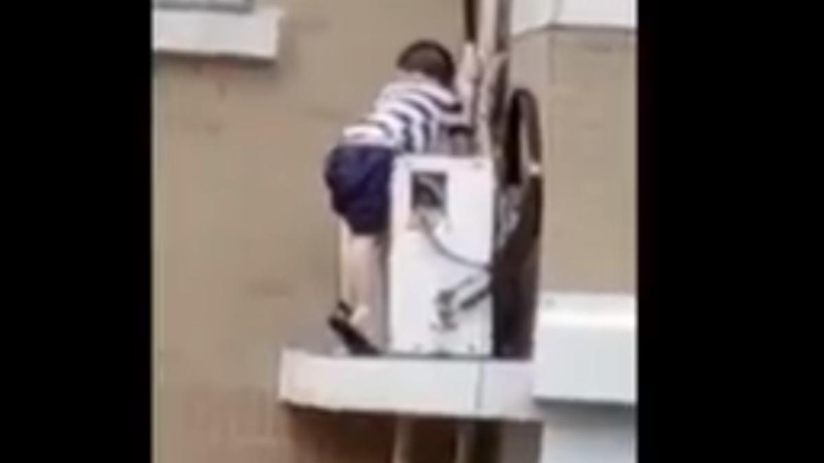 Twitter: Un hombre atrapa al vuelo a un niño que cae desde un quinto piso