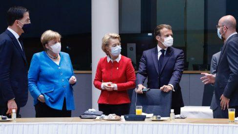 Mark Rutte, Angela Merkel y otros líderes europeos en la cumbre del fondo de recuperación