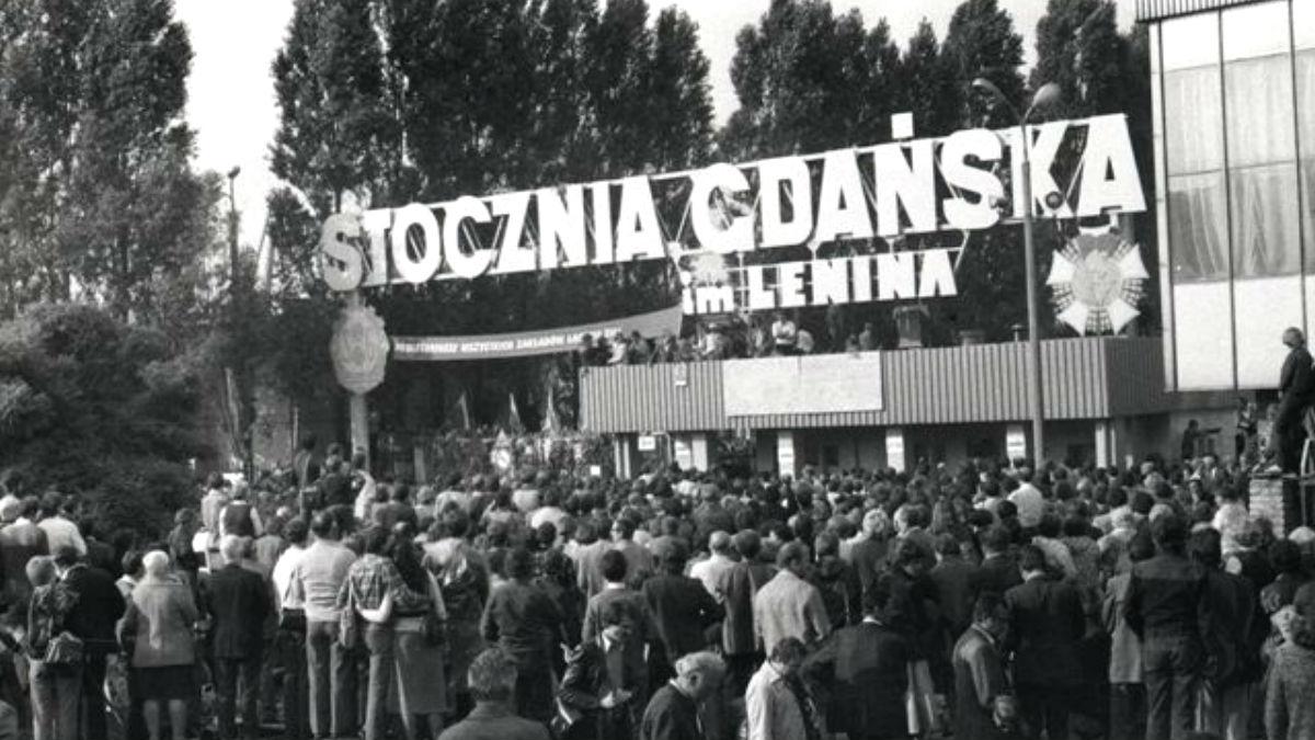 El sindicato «Solidaridad» que se fundó clandestinamente en Polonia y que derrocó al comunismo.