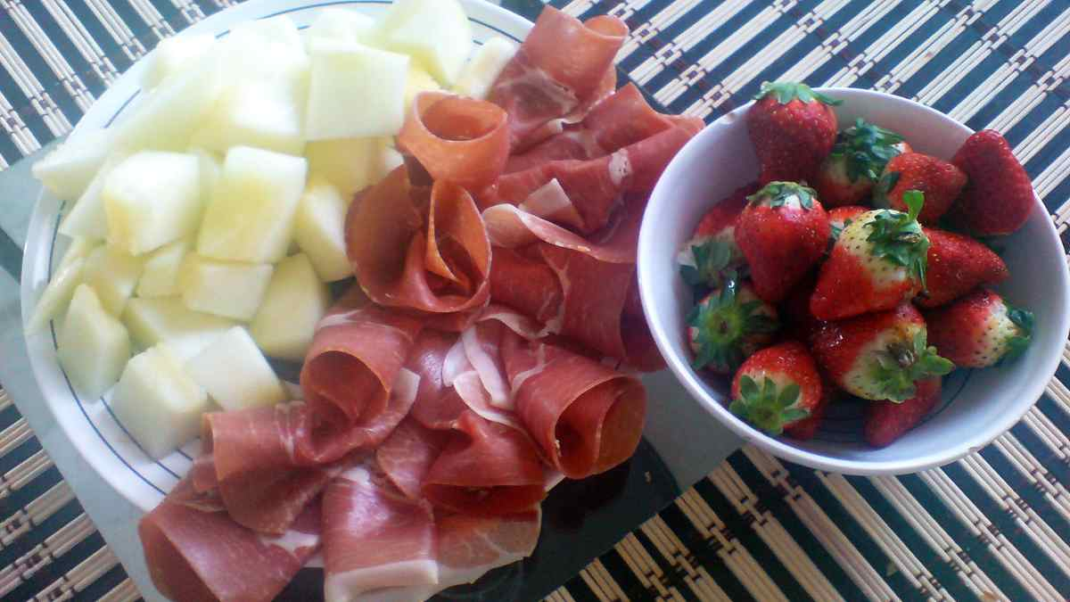 Receta de Ensalada de verano con melón y embutido