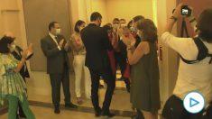 Moncloa difunde un vídeo con los ministros haciendo el pasillo de campeón a Pedro Sánchez tras su fracaso europeo.