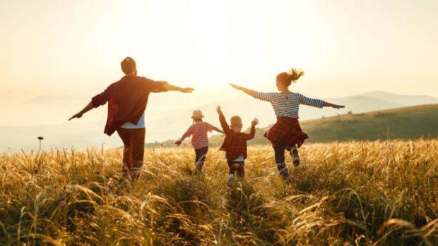 Actividad física con los niños: ideas y ejercicios para el verano