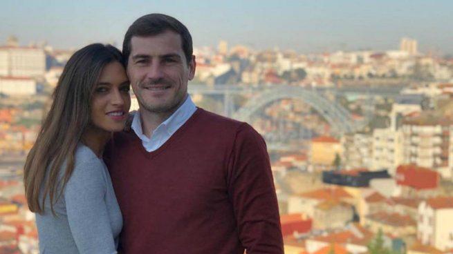 Sara Carbonero e Iker Casillas, con Oporto de fondo.