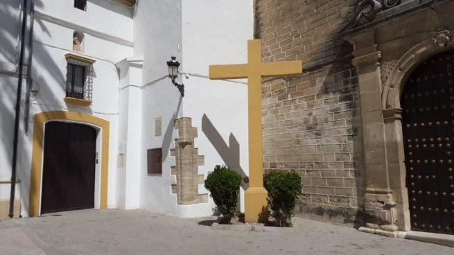 La izquierda exige la retirada de una cruz por los caídos junto a una iglesia de Córdoba