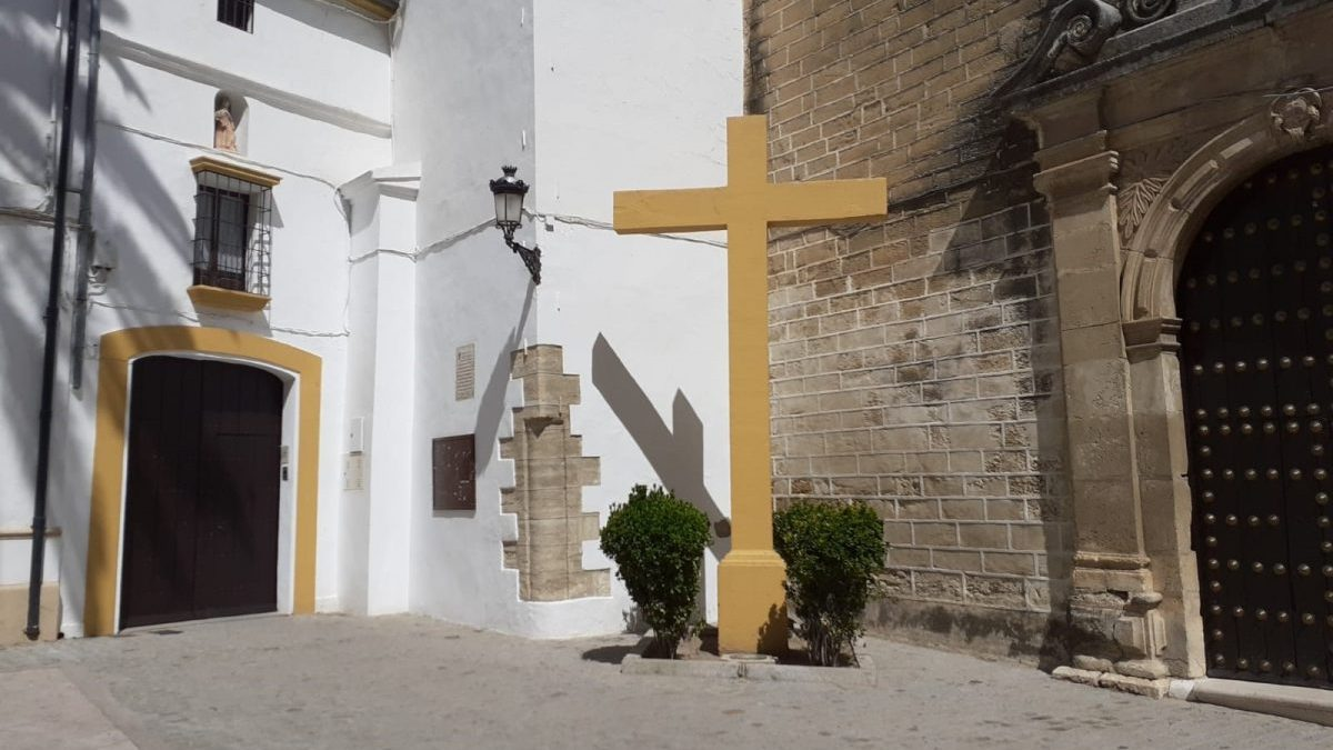 Cruz de las Descalzar en Aguilar de la Frontera antes de su derribo.