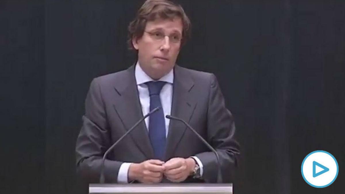 El alcalde de Madrid, José Luis Martínez Almeida, durante el pleno del Ayuntamiento de este miércoles