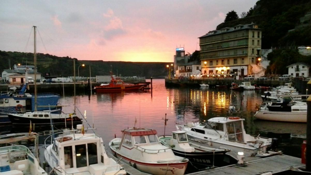 Una imagen del puerto de Luarca (Turismo Asturias).
