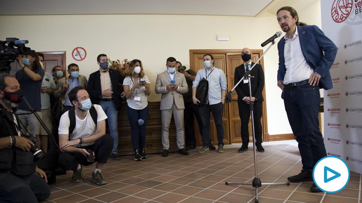 Pablo Iglesias en la ubicación improvisada de la rueda de prensa.