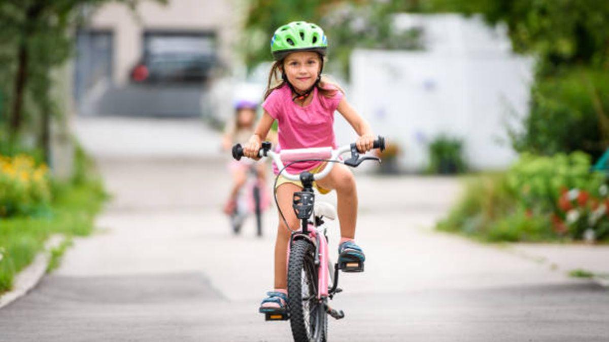 Consejos de seguridad básica para salir con los niños en bicicleta