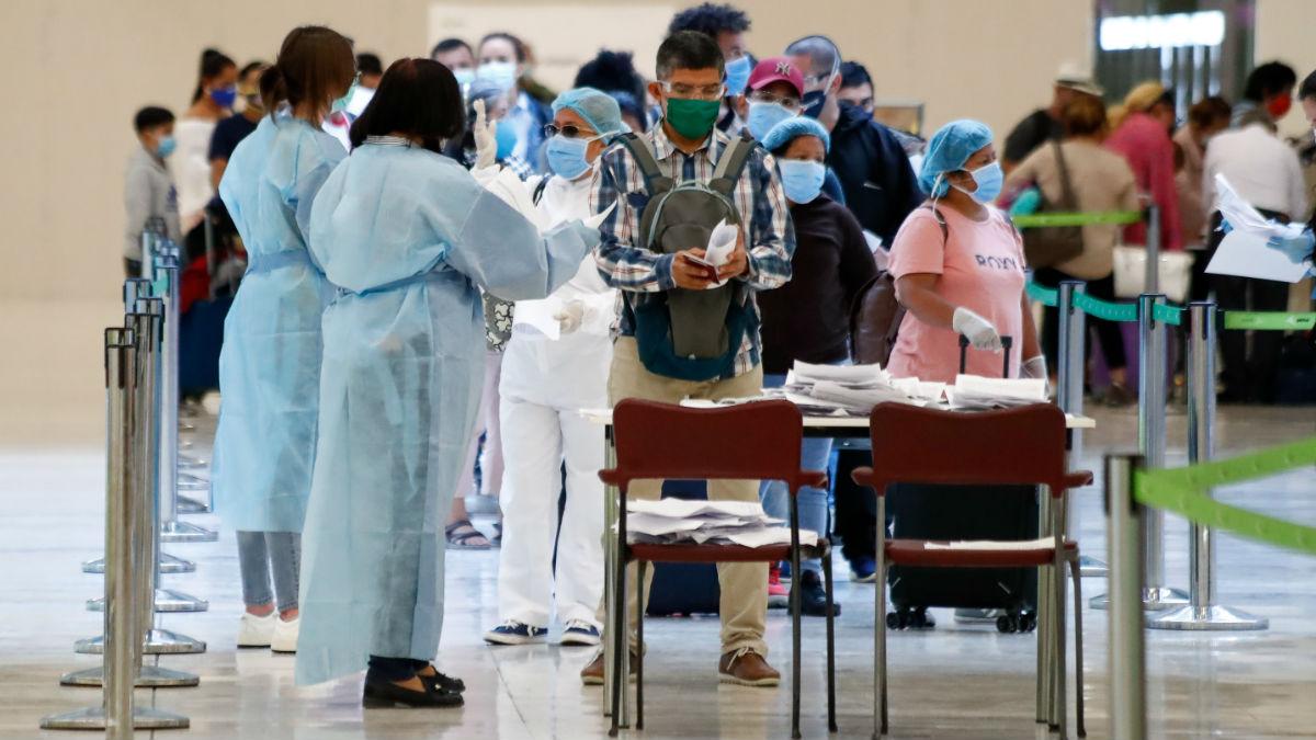 Control de viajeros en el aeropuerto de Barajas (Foto: Europa Press)