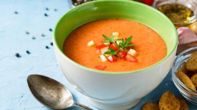 Rico en antioxidantes y no engorda, así es el mejor gazpacho según la OCU
