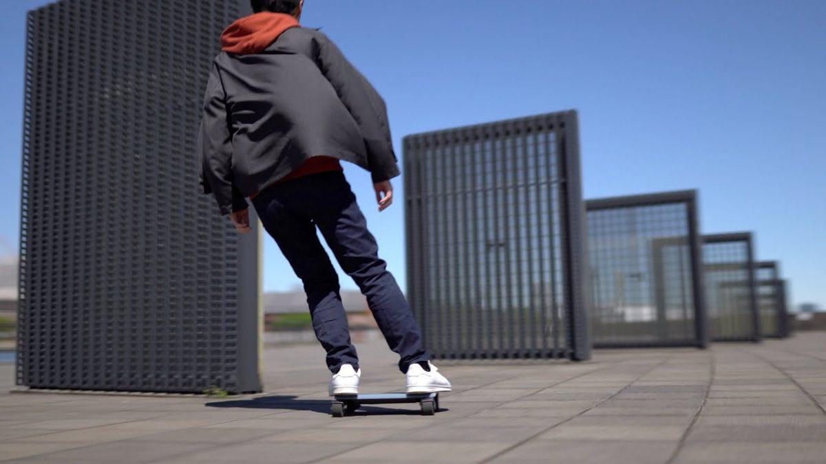 El patinete eléctrico más pequeño del mundo ya existe y es como una tablet