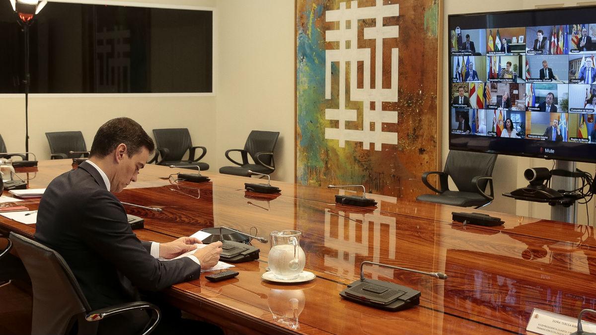 El presidente Sánchez en videoconferencia con los presidentes autonómicos. (Foto: Europa Press)