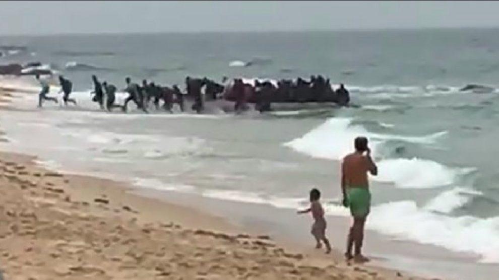 Oleada de inmigrantes en Andalucía: llegan a Motril en patera 36 subsaharianos más.