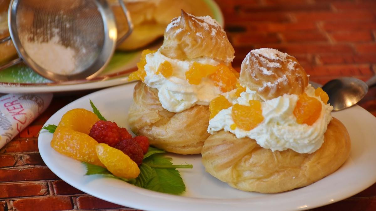 Profiteroles sin gluten con crema de naranja