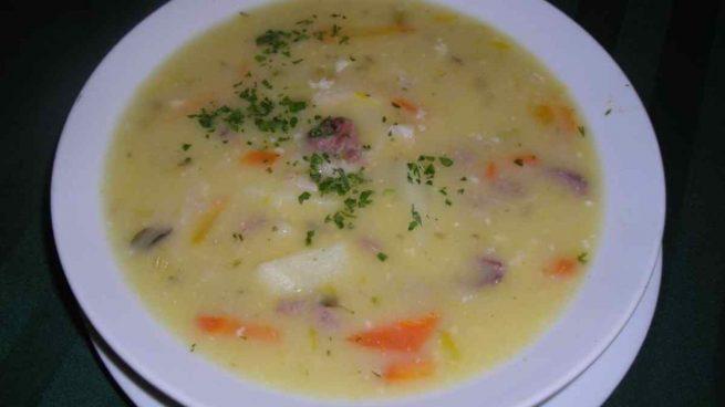 Sopa de verduras y trigo