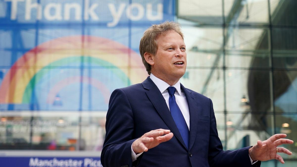 El ministro británico que avaló la cuarentena está de vacaciones en España
