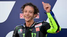 Valentino Rossi, en el podio. (AFP)