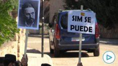 Protestas de vecinos en el chalet de Pablo Iglesias e Irene Montero (Galapagar).