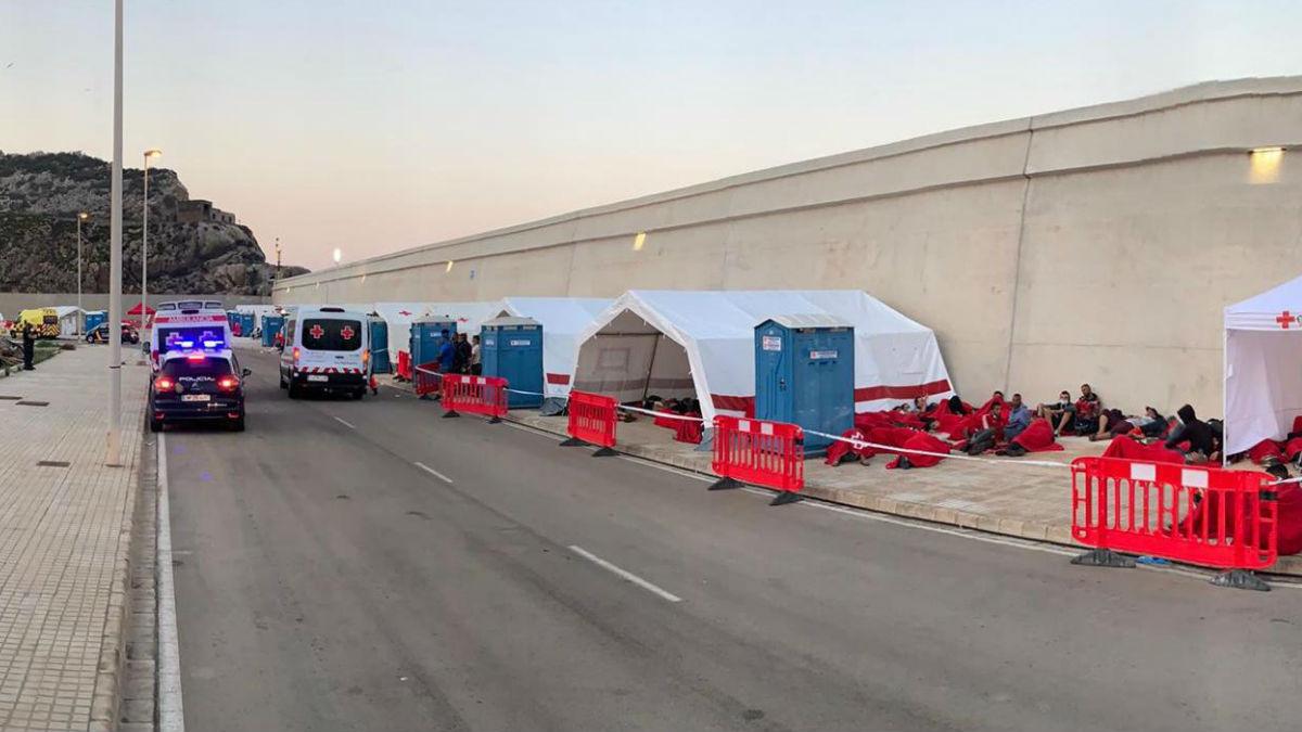 El campamento levantado por Cruz Roja en Escombreras, Murcia.