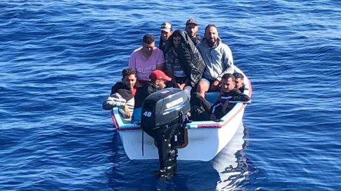 Patera con inmigrantes llegando a España. (Foto: Europa Press)