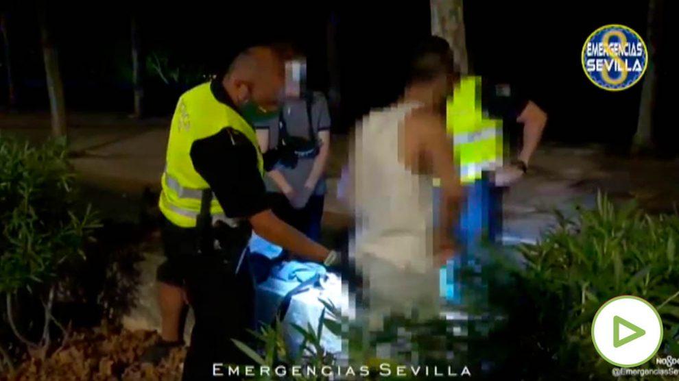 Intentan apuñalar a un joven en Sevilla