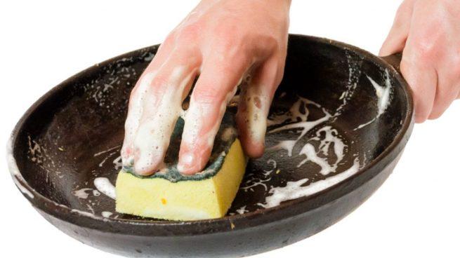 El truco definitivo para dejar la sartén como nueva con remedios caseros