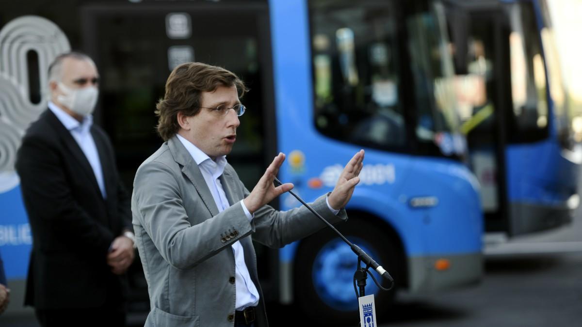 Martínez-Almeida visita el centro de operaciones de la EMT en Carabanchel (Madrid) (Europa Press)