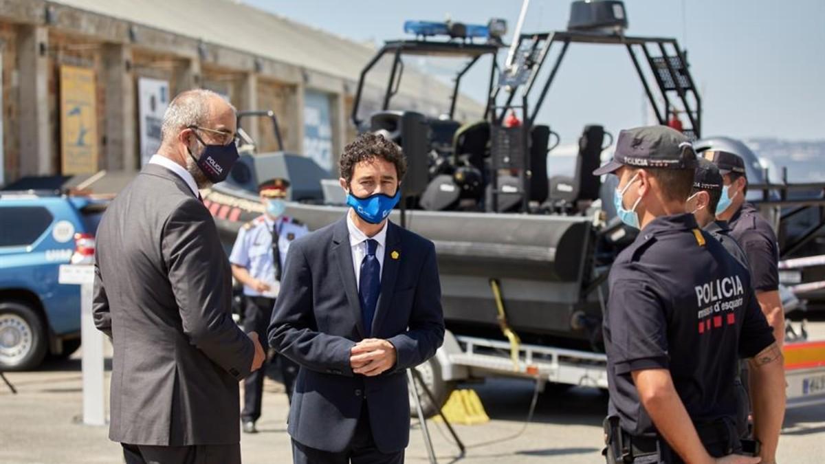 El consejero de Interior catalán, Miquel Buch, durante la puesta en funcionamiento de la unidad en julio.