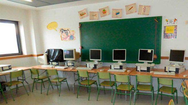 Andalucía plantea que no sea obligatoria la distancia de seguridad en las aulas siempre que se lleve mascarilla.