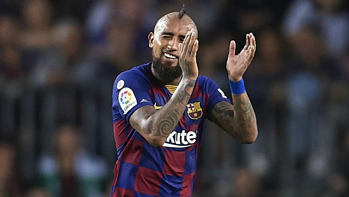 Arturo Vidal durante un partido con el Barcelona. (Getty)