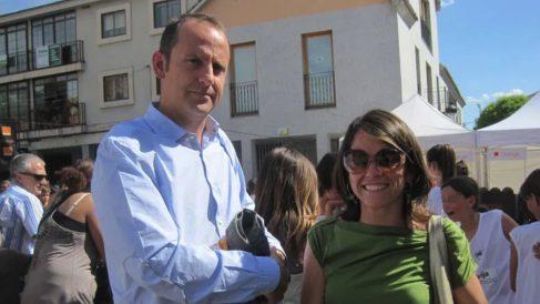 Elena Biurrum, ex alcaldesa de Torrelodones, y Santiago Fernández, ex edil de Urbanismo. (Foto: Torrelodones.info)