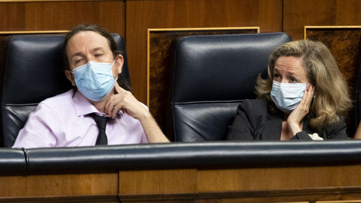 Los vicepresidentes Pablo Iglesias y Nadia Calviño, este miércoles, en el Congreso. (Foto: Europa Press)