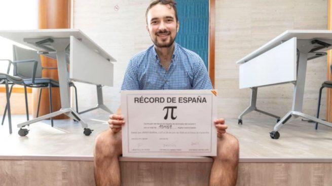 Un gallego bate el Récord de España memorizando 15.469 dígitos del número Pii