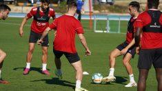 Los jugadores del Almería, en un entrenamiento.