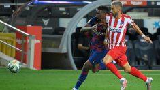 Yannick Carrasco pelea un balón con Semedo. (AFP)