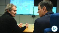 El presidente del Gobierno, Pedro Sánchez, con el director del Centro de Coordinación de Alertas y Emergencias Sanitarias, Fernando Simón. (Foto- Europa Press)