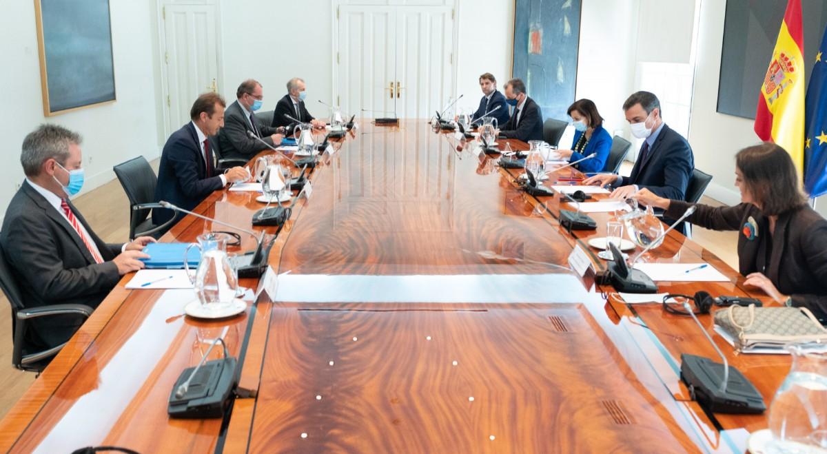 El presidente del Gobierno, Pedro Sánchez, ha recibido este jueves al consejero delegado de Airbus, Guillaume Faury, en una reunión de trabajo en la que han analizado el impacto sin precedentes de la pandemia del Covid-19.