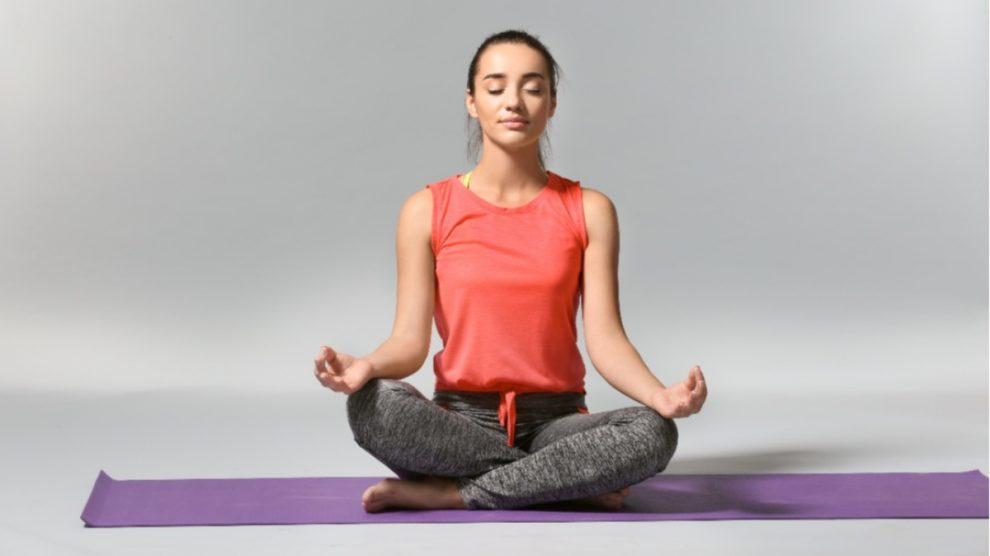 Empezar el día practicando yoga te dará energía para todo el día