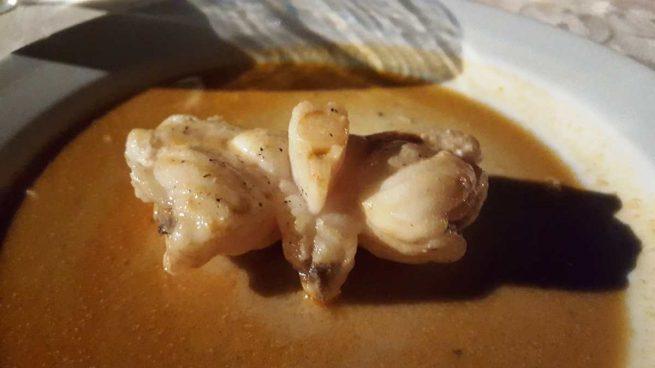 Rape en salsa de nueces