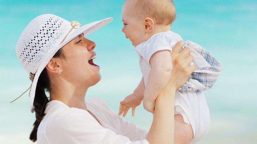 Los pediatras recomiendan el mantenimiento de la lactancia en madres positivas de SARS-COV-2