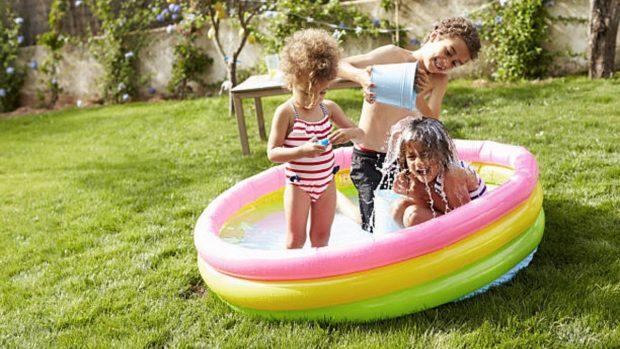 Juegos al aire libre Montessori con los 4 elementos naturales