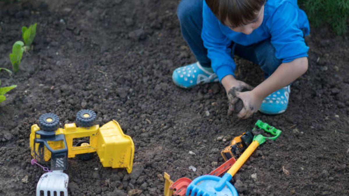 Los mejores juegos al aire libre Montessori para que los niños conozcan los cuatro elementos