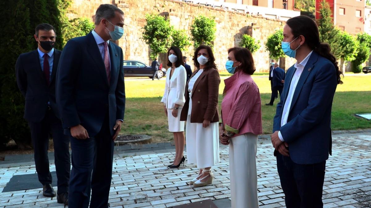El Rey, Pedro Sánchez, y Pablo Iglesias. (Foto: EFE)