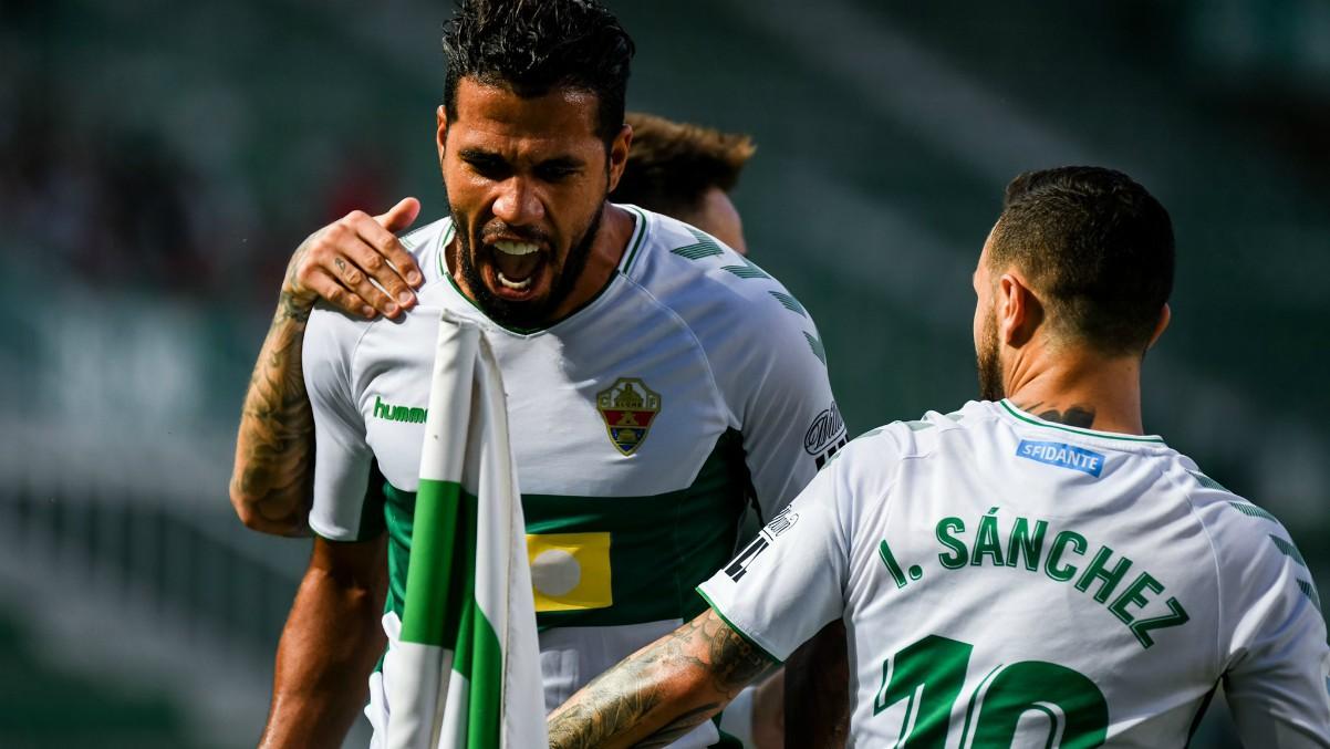 Los jugadores del Elche celebran un gol. (@elchecf)