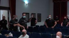 La alcaldesa socialista de Marchena expulsa del Pleno a la Policía y silencia el conflicto en la TV pública.