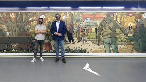 El consejero de Transportes, Ángel Garrido, y el artista Paco Roca presentan un mural que homenajea a los mayores en la estación de Metro de Plaza Castilla. – COMUNIDAD DE MADRID